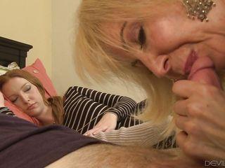 порно жена изменяет мужу на глазах