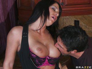 Секс с женой на кухне